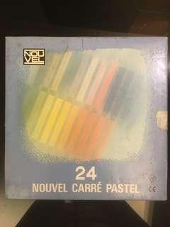 Nouvel carre pastel 24