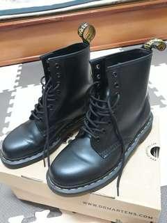 (男)Dr. Martens 黑色馬丁靴