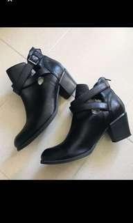 🈹M&S cut out black ankle boots 瑪莎黑色短靴
