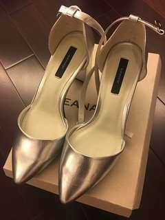 SALE collectpoint JEANASIS 日系一字扣 尖頭粗高跟鞋