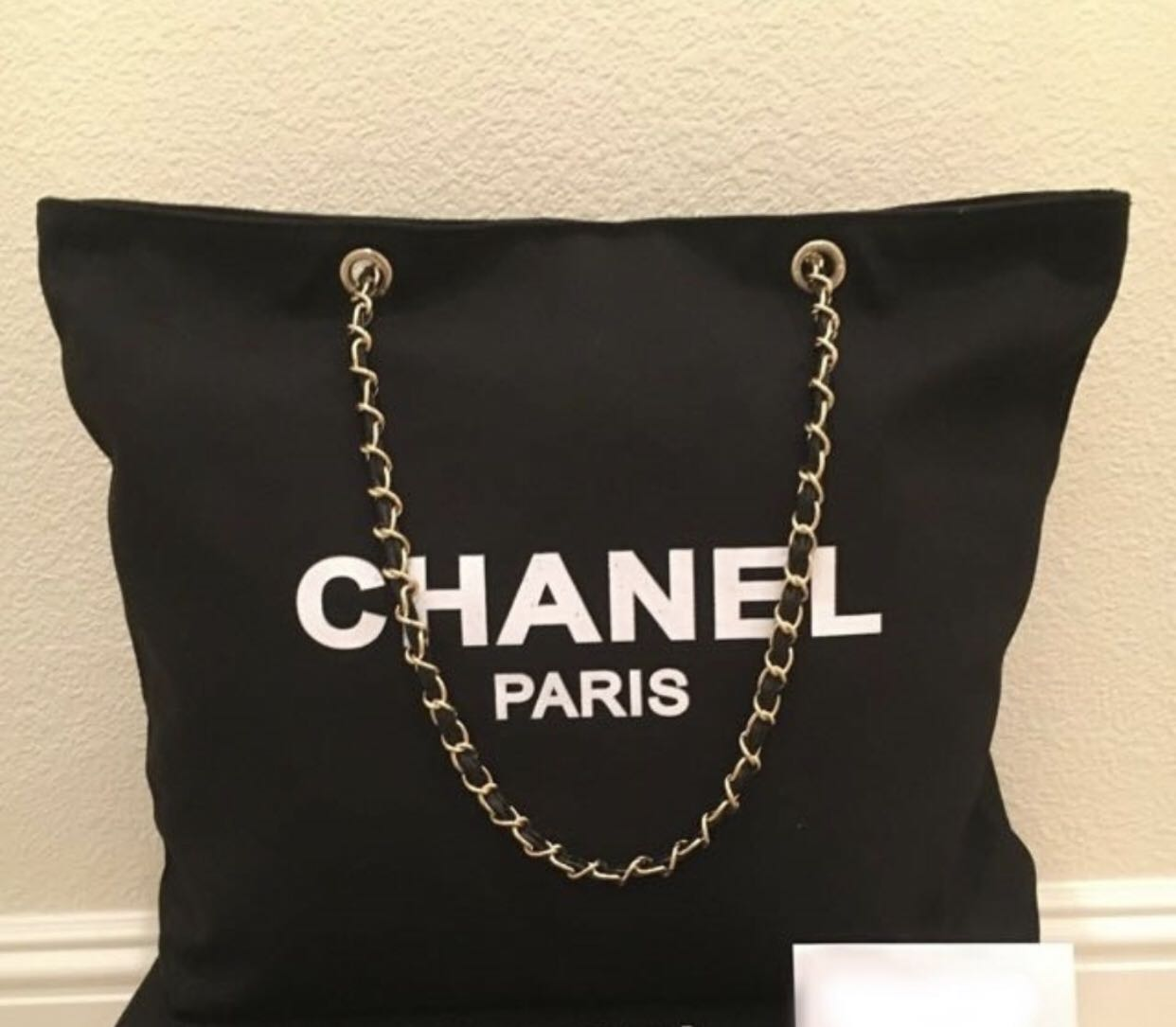 b38511fae52d72 Chanel Canvas Tote Bag, Luxury, Bags & Wallets, Others on Carousell