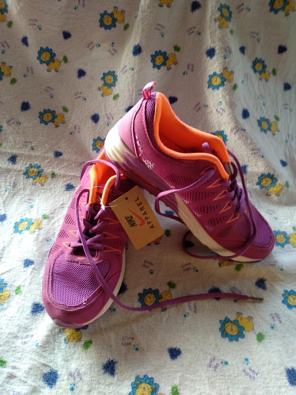 Sepatu olahraga nike cb4a0cf8b7