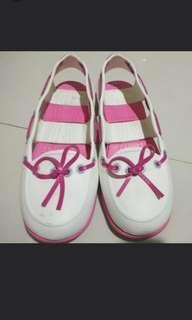 New Era sepatu sandal
