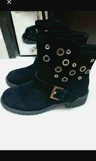 全新黑色短boot