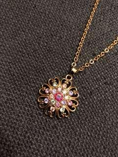 Avon Fashions gold necklace with multitone flower pendant