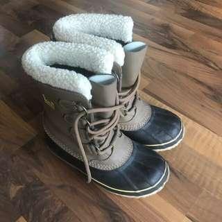 Barely worn SOREL winter boots sz EUR37/US6