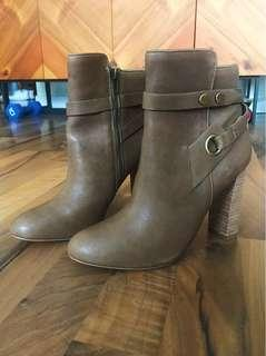 BNWOT New Design Lab by Lord & Taylor Real Leather Bootie Sz 6