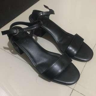 Size 7 Maria Black — Hue Manila