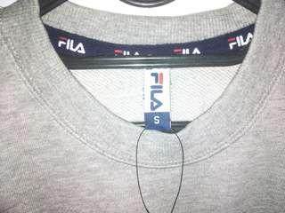 Sweater FILA abu-abu ukuran S NEW