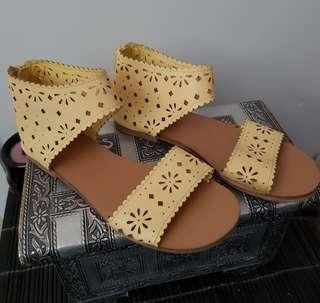 Girls size 3 lemon sandals
