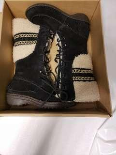 Brand New Uggs boots(size6)