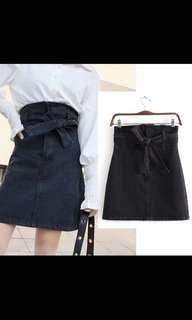 🚚 Black denim skirt