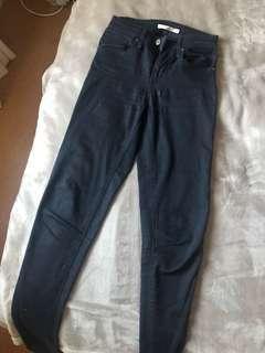 Women's black Levi skinny jeans