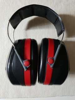 Ear muff (3M Peltor - hearing protector/noise cancellation)