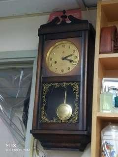 古董鐘 15日上鍊一次 私人珍藏 運作正常 半小時響鬧一次 非常珍貴 只得一個 手快有手慢無