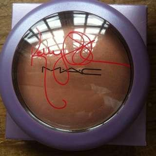 MAC mineralize skin finish in jolly good