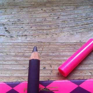 MAC eyeliner in prunella