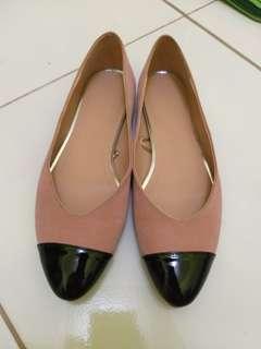 Flatshoes cantik liat post sebelumnya untuk detail