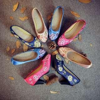 Embroidery / Medium Heel / Floral / Pumps /