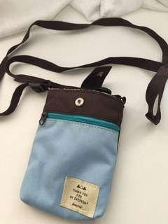 Small handphone sling bag