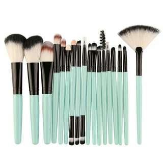 Professional 18Pcs Makeup Brushes Set Comestic Powder Foundation Blush Eyeshadow Eyeliner Lip Make up Brush Tool X2