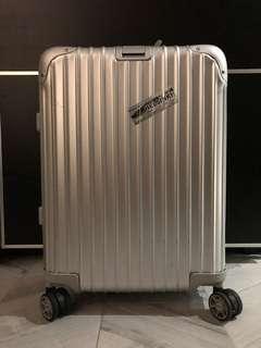 RIMOWA 鋁鎂合金登機箱