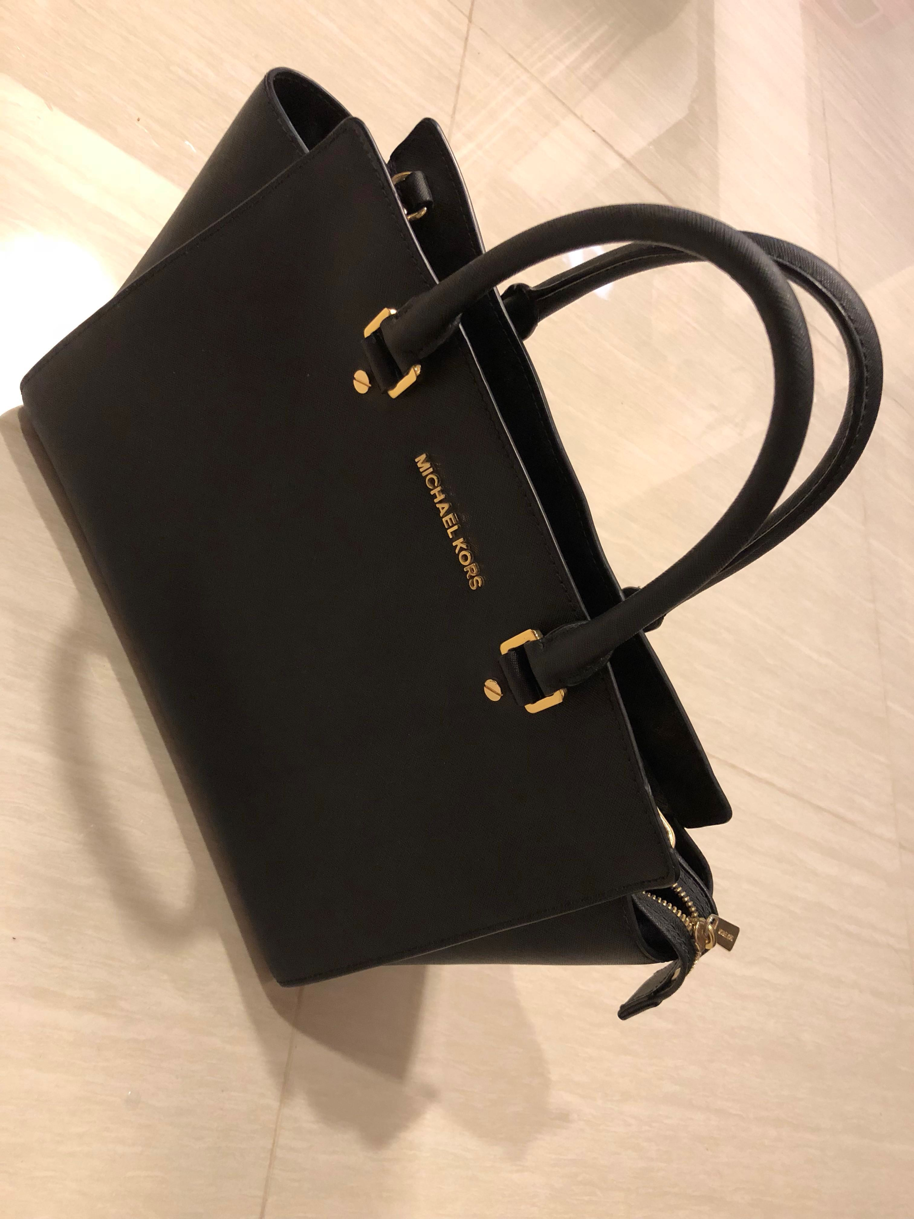 Classic Michael Kors Bag ( M size) free Michael kors bag cleaner ... e6797a6c3