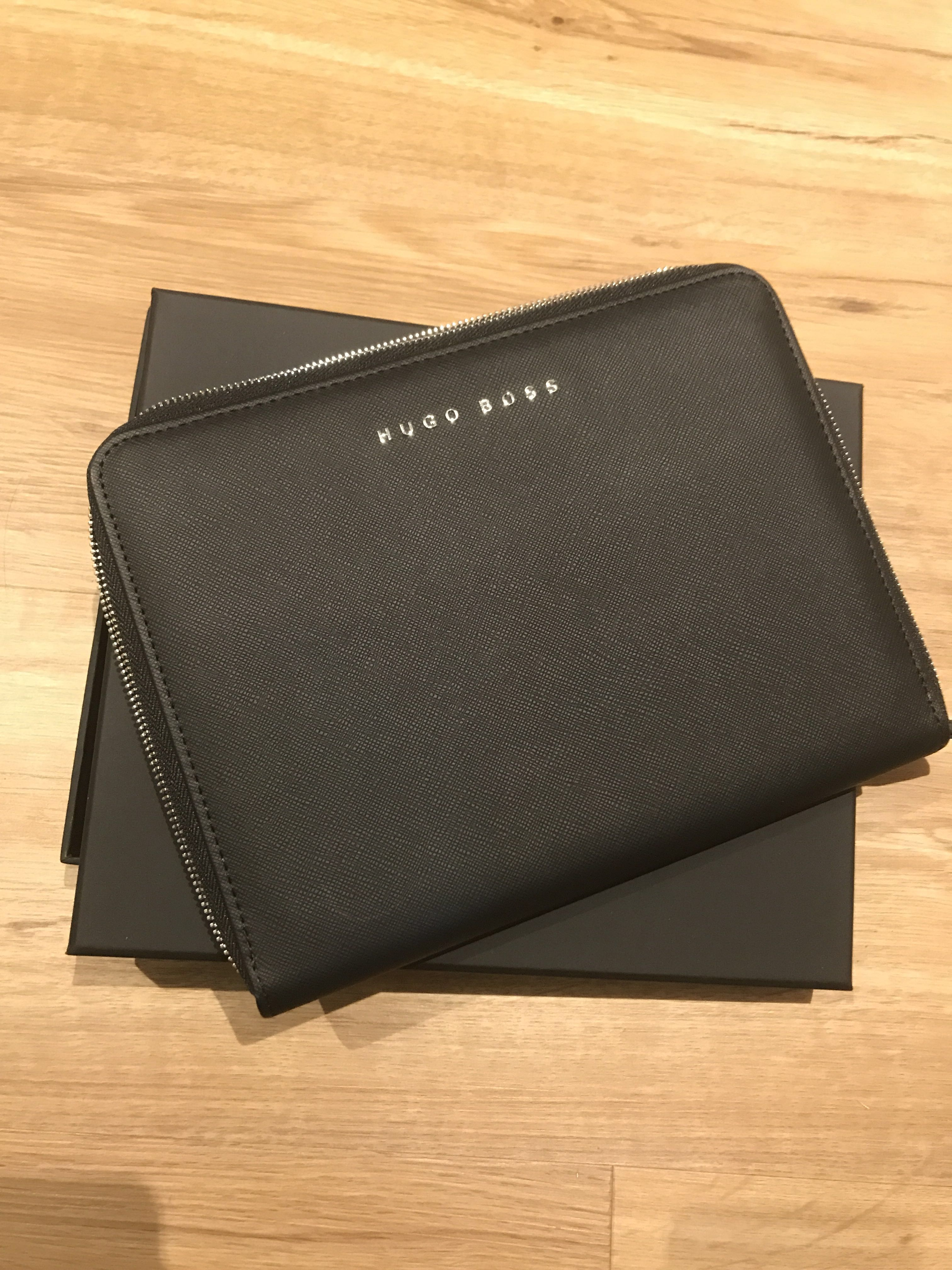 4ca69bb9797 Hugo Boss notebook black leather carry case clutch, Men's Fashion, Bags &  Wallets, Others on Carousell