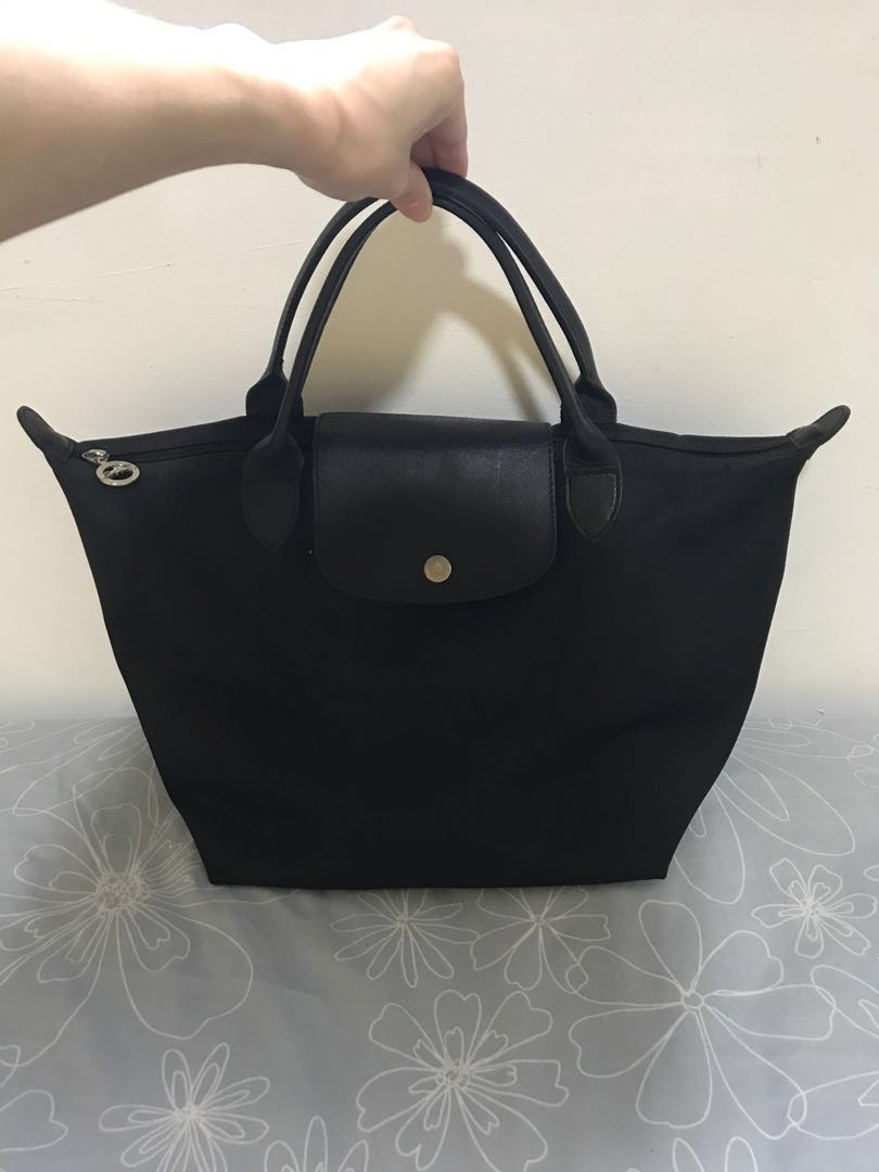 daad290edd20 Longchamp Le Pliage Neo (Medium) - Black