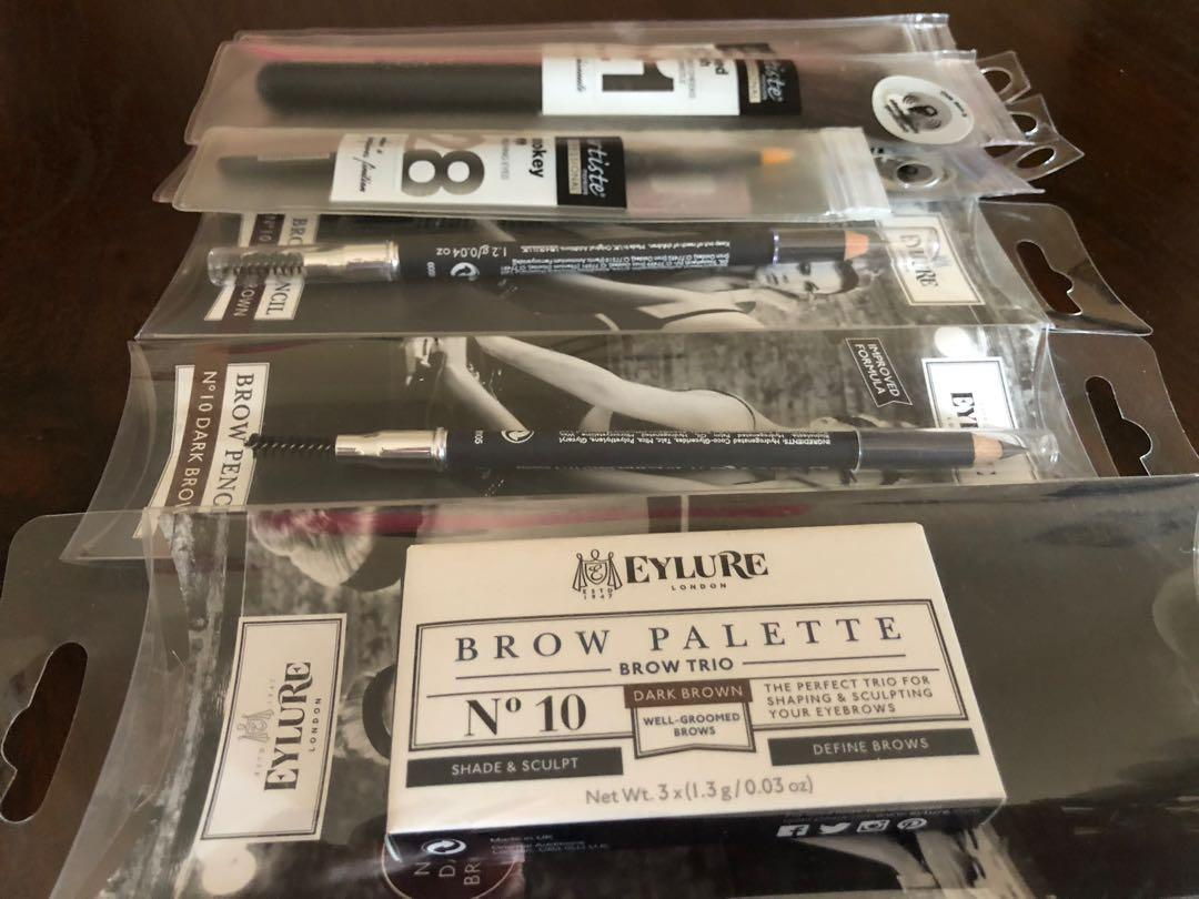 Make up brushes.. brow pencils.. eyebrow colour palette