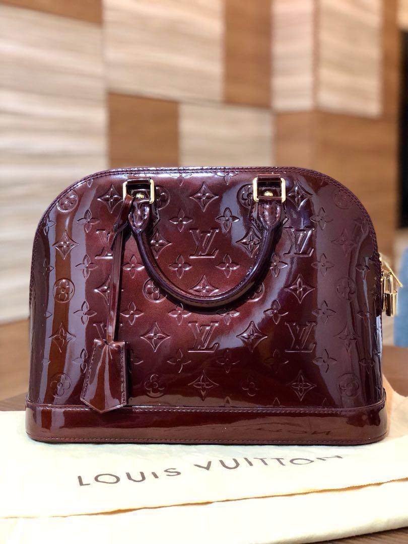df43b61d35ac New Louis Vuitton Alma Handbag
