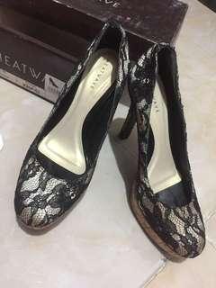 Sepatu Brukat Hitam Heatwave