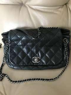 Chanel 菱格Caviar皮革鏈帶肩背袋黑色 chain shoulder