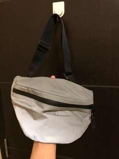 H&m reflective waist bag