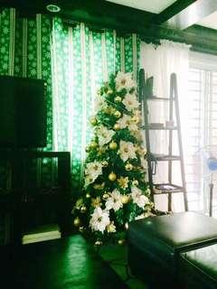 Christmas Tree 6ft with Container and decorations