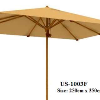 center pool hotel umbrella