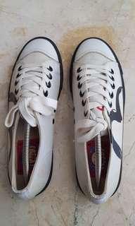 Sepatu pria china