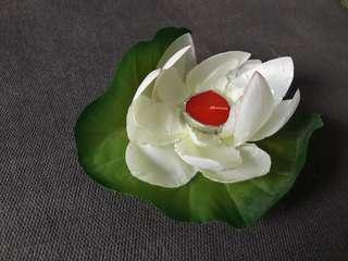 Floatable plastic lotus