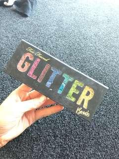 Two faced glitter pallet