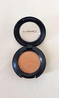 MAC single eyeshadow (casino lustre)