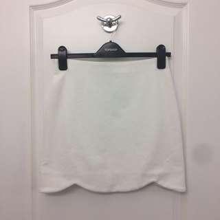 TOPSHOP white mini skirt with scalloped hem, size 4