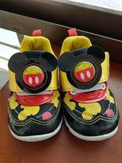 🚚 電燈鞋