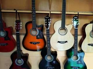 Pamasko sale acoustic guitar 1600 na lang
