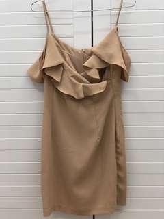 🚚 荷葉邊小洋裝 裸色很襯膚色