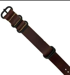 LEATHER ZULU STRAP IN BROWN WITH BLACK BUCKLE (20MM)