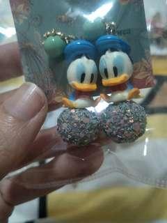 🚚 Cute donald Duck earring