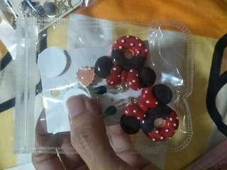 🚚 Minnie Mouse big chunky dangling earring
