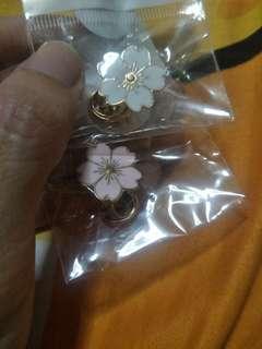 🚚 Sakura enamel pins Pink and white