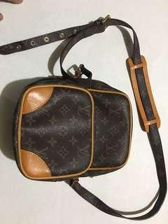Preloved LV monogram sling