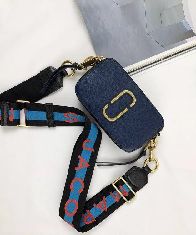 675b1f6097d Marc Jacobs Snapshot Bag, Luxury, Bags & Wallets, Sling Bags on Carousell